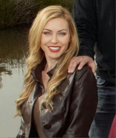 Jessica Robertson- favorite wife on duck dynasty so pretty John Luke Robertson, Robertson Family, Jep And Jessica, Going Blonde, Duck Commander, Duck Dynasty, Famous Faces, Her Hair, Blonde Hair
