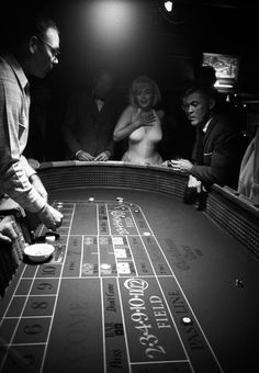"""Marilyn Monroe and John Huston on the cover of """"The Mayfair Magazine"""", December United Kingdom. Photo of Marilyn and John Huston at a casino whilst on location in Reno, Nevada during the filming of """"The Misfits"""", by Eve Arnold, October Marylin Monroe, Fotos Marilyn Monroe, Marilyn Monroe Tattoo, The Misfits, Joe Dimaggio, Little Liars, Britney Spears, Negra Li, Tattoo Casino"""