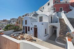 If you are wondering where to stay in Santorini or specifically looking for Airbnb Santorini rentals, you have come to the right place! I've rounded up the twelve best Santorini Airbnb options in the best place to stay in Santorini. Greece Honeymoon, Greece Vacation, Greece Travel, Cheap Hotels In Santorini, Best Hotels In Greece, Greek Decor, Cave Hotel, Jacuzzi Outdoor, Famous Castles