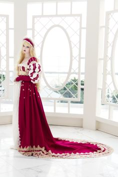 Another dress by cosplayer Angela Clayton, this time a renaissance-inspired dress. Utterly beautiful.