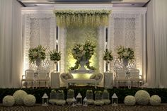 White Elegant #decor #mawarprada #dekorasi #pernikahan #elegant #pelaminan #wedding #decoration #romantic #jakarta more info: T.0817 015 0406 E. info@mawarprada.com www.mawarprada.com
