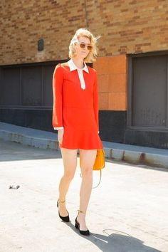 unos zapatos de vestir con un vestido rojo (230 looks de moda) | Moda para Mujer