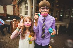 10 ways to entertain your wedding guests for free