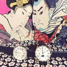 【hayashitokeiho】さんのInstagramの写真をピンしています。《【男と女−完−】コレにて#俺たちの国芳わたしの国貞#ペアコーデ シリーズ終わります✨最後はZENITH〆散々オトコとオンナで時計を紹介してきましたが正直変にこだわる必要はないというのが林時計金甫的意見❣️怒られそう(笑)写真の2本ともケース径33mmレディス用とありますが当然men'sにもオススメな訳で😂❤️#ご夫婦#カップル その日の気分やコーデに合わせてシェアする方がよっぽど楽しめると思うのですヨ❤️ 最近TVを賑わす#ぺこりゅうちぇる 御二人なんか一番今の時代背景#気分 を表している気がして私めなどは微笑ましく見てしまいます😋✨よい意味でこだわりのない感性がこれからの日本には必要な気がしてなりません✨そう言えば林親父の口から#最近の若者…