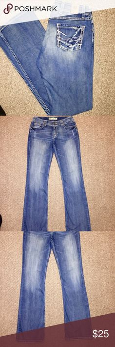 BKE Buckle Wendi Stretch Boot Cut Jeans BKE Buckle Wendi Boot Cut Women's Designer Jeans in size 28 with an inseam of 33. In really great condition. BKE Jeans Boot Cut