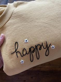 Embroidery On Clothes, Shirt Embroidery, Embroidered Clothes, Embroidery Thread, Simple Embroidery, Diy Embroidery Designs, Embroidery Patterns, Happy Women, Sweat Shirt