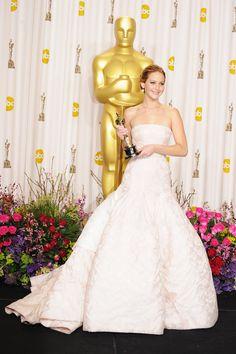 Jennifer Lawrence in Dior Haute Couture Oscar Gowns, Best Oscar Dresses, Le Style Jennifer Lawrence, Jennifer Lawrence Images, Armani Prive, Gwyneth Paltrow, Audrey Hepburn, Britney Spears, Robes D'oscar