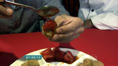 """Costela do Bar do Justo vence o Comida di Buteco 2015 Carne é servida com morango e leva o nome de """"Costela 40 horas"""". Em segundo lugar, ficou o Bar Berinjela com seu escondidinho de berinjela."""