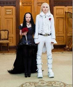 Grab a handful of rice and toss back a few laughs with a new assortment of funny wedding photos! Are your wedding pics this bad? Ugly Wedding Dress, Worst Wedding Dress, Tacky Wedding, Wedding Fail, Classic Wedding Dress, Gothic Wedding, Wedding Humor, Wedding Looks, Wedding Dresses