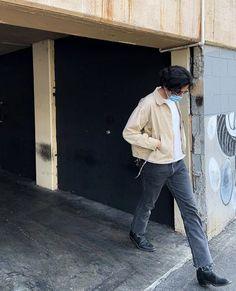 Mode Streetwear, Streetwear Fashion, Boys 80s Fashion, Mens Fashion, Urban Fashion Trends, Stylish Mens Outfits, Poses For Men, Mens Clothing Styles, Fashion Pictures