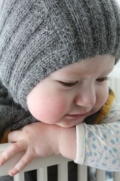 knit baby hat (free pattern) looks so warm. Baby Hats Knitting, Knitting For Kids, Knitting Yarn, Knitting Projects, Knitted Hats, Knitted Balaclava, Knit Or Crochet, Crochet For Kids, Crochet Hats