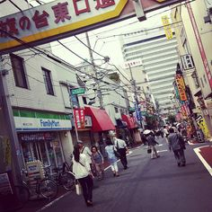 nakamise shopping street tokyo it is 205 meters long and has 89