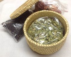 Home of Spices 200 Grams Customised Spicebox Home of Spices http://www.amazon.in/dp/B01I1N2QO0/ref=cm_sw_r_pi_dp_i5pFxb19H0VR4
