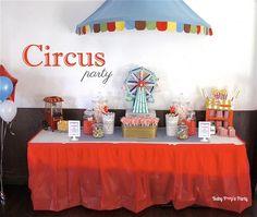 Baptême fête foraine // Circus party christening www.babypopsparty.com