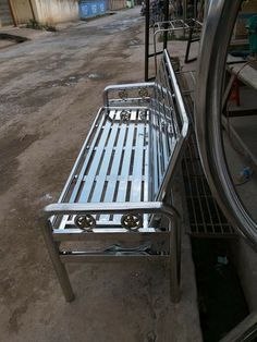 Steel Railing Design, Staircase Railing Design, Modern Stair Railing, Balcony Grill Design, Window Grill Design, Iron Furniture, Steel Furniture, Stainless Steel Stair Railing, Dinning Table Design