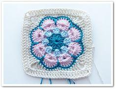 The beautiful African Flower crocheted flower motif gets reinvented as an eye-catching granny square! Motifs Granny Square, Crochet Motifs, Crochet Blocks, Granny Square Crochet Pattern, Crochet Squares, Crochet Stitches, Free Crochet, Knit Crochet, Crochet Patterns