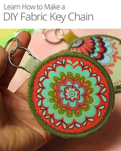 This #DIY fabric key chain is a beautiful addition to your set of keys that you can make in only 10 minutes!