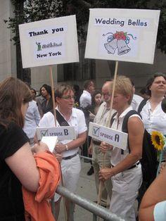 Тысячи жителей Нью-Йорка протестовали против закона о гомосексуальных браках Gay, New York, America, Let It Be, People, Wedding, Valentines Day Weddings, New York City, Nyc