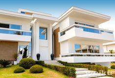 Luxury Modern Homes, Luxury Homes Dream Houses, House Front Design, Modern House Design, Future House, My House, Big Modern Houses, Classic House Exterior, Duplex Design