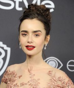 ClioMakeUp-trucco-pesca-color-occhi-tutorial-labbra-rosse-rossetto-trend-peach-eye-shadow-lily-collins