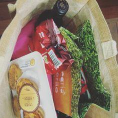 Pic nic com empada da mineira é outro nível! Um bom vinho, aperitivos e nossas deliciosas empadas.  100%caseira! ⛱✌️ Entregamos nossos produtos em São Miguel do Gostoso - RN Encomendas/pronta entrega pelo telefone/whatsapp: 031 98336757 - Juju ⛱Email: quitandamineira@gmail.com Facebook.com/damineira Instagram.com/damineira Pinterest.com/damineira   #damineira #empadadamineira #empada #quitandamineira #gastronomiamineira #saomigueldogostoso #riograndedonorte #q