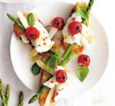 Bruschetta asperges en mozzarella van De Eyserhalte in Eys