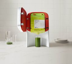 Introducing the first at-home, cold-press juicing system. Leave chopping, cleaning, and other juicing hassles behind, and drink fresh raw juice on demand.