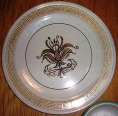 Norsk Keramikk produsert mellom 1942 og 1967.(Norwegian pottery produced between 1942 and 1967).