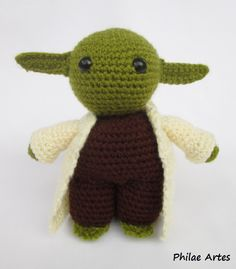 So to make a Master Yoda you want? Presenting Philae's interpretation of this iconic character, amigurumi style! We already made a smaller, free Yoda pattern here in the blog, you may want to check...
