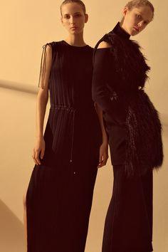 Theory Fall 2016 Ready-to-Wear Fashion Show - Maria Zakrzewska, Waleska Gorczevski