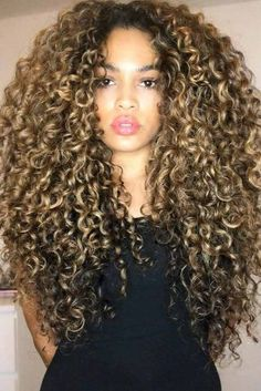 Natural Curls with Curtain Bangs and Highlights - 20 Chicest Hairstyles for Thin Curly Hair – The Right Hairstyles - The Trending Hairstyle 3c Curly Hair, 3b Hair, Curly Hair Styles, Natural Hair Styles, Curly Girl, Products For Curly Hair, Beyonce Curly Hair, Hairdos For Curly Hair, Really Curly Hair