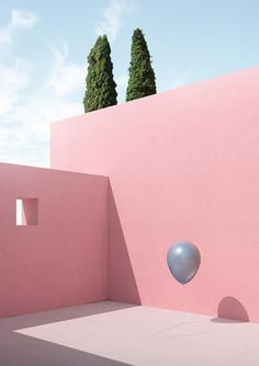 Italian digital artist Massimo Colonna's 'Gravity' series depicts everyday objects suspended in the air, floating between the corners of Luis Barragan-esque buildings. Colour Architecture, Minimalist Architecture, Concrete Architecture, Murs Roses, Minimal Photography, Flash Photography, Modelos 3d, Contemporary Art, Balloons