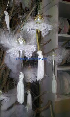 Angeli natalizi con pendagli oro e argento
