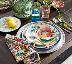 Our Lyla tableware brings a fresh and updated approach to a classic floral design. It's deconstructed floral design reminds us of looking out on a garden in bloom on a rainy day!