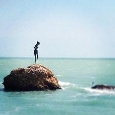L'agile silhouette attira l'attenzione anche del passante più distratto, sembra proprio una ragazza con i capelli raccolti…ecco il monumento alla bagnante a Vastohttp://conoscere.abruzzoturismo.it/news.php?IDNews=2916Foto di Alessio Ricciuti