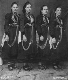 Traditional Albanian clothing - Page 19 Albanian People, In Ancient Times, Folk Costume, Traditional Outfits, The Past, Clothes For Women, Photography, Female Clothing, Greece