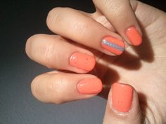 Bright colors for Spring/Summer: Shellac in Tropix (coral red color), Gelish in True Blue (stripe), Sea Foam (dots) and Silversands (subtle glitter).