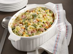 Ham and macaroni casserole Discover lots of easy and delicious recipes to cook with Arctic Gardens frozen vegetables. Macaroni Casserole, Casserole Dishes, Casserole Recipes, Pasta Recipes, Cooking Recipes, Gratin Macaroni, Macaroni Recipes, Easy Healthy Recipes, Easy Meals