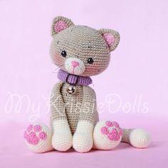 Poesje Mauw - MyKrissieDolls #mykrissiedolls #krissie #dolls #krissiedolls #kristel #droog #kristeldroog #amigurumi #amigurumi #pattern #pattern #patterns #sales #patroon #patroon #crochet #crocheting #haken #haak #gehaakte #pop #doll #handmade #handgemaakt #kat #cat #poes #kitten www.mykrissiedolls.nl www.etsy.com/nl/shop/MyKrissieDolls