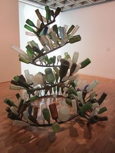 beautiful bottle tree Tony Cragg Spyrogyra, Art Gallery of New South Wales, Sydney Steel Sculpture, Sculpture Art, Op Art, Instalation Art, Bottle Trees, Found Object Art, Environmental Art, Recycled Art, Bottle Art