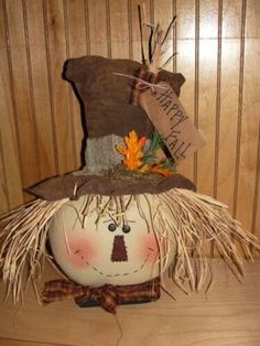 I love this scarecrow hat! Scarecrow Doll, Scarecrow Crafts, Fall Scarecrows, Primitive Scarecrows, Adornos Halloween, Manualidades Halloween, Fete Halloween, Halloween Crafts, Autumn Decorating