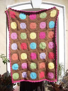 Circle to square blanket. Variation on the free pattern by Shiri Mor