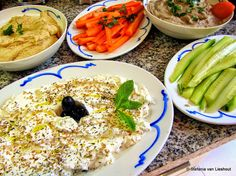 Mezze uit de Libanese keuken. Heerlijke voorgerechten, een visueel feestje. Voor recepten klik op de foto. Arabic Food, Hummus, Sugar Free, Cantaloupe, Tapas, Brunch, Favorite Recipes, Chutneys, Dinner