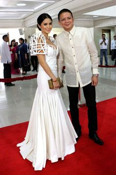 Best Totally Free heart evangelista Bridal Robe Style Marriage gowns are not only the actual practical process to defend clothing, make-up plus hair once Modern Filipiniana Gown, Filipiniana Wedding, Heart Evangelista Style, Heart Evangelista Wedding, Filipino Fashion, Philippines Fashion, Dress Making Patterns, Bridal Robes, Fashion Images