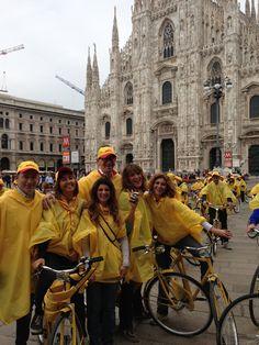 Alberto Nobis (AD DHL Express Italy) con il team Marketing e Comunicazione più giallo che ci sia!  Da sx:  Elisabetta Gramigna, Elena Pellerito, Elena Galletti e Vittoria Mattiello.  http://www.dhllive.com/content/il-sogno-green-di-dhl