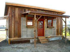 casas pequeñas de madera y chapa