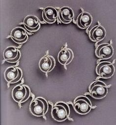 The Kent Pearl Swirl tiara. The tiara worn by Princess Alexandra of Kent is a pearl & diamond tiara of 15 linked diamond circles with a pearl in the centre of each was a gift from her grandmother to her mother, Princess Marina of Greece and Denmark, upon her marriage to the Duke of Kent. It can be worn as a tiara or necklace.