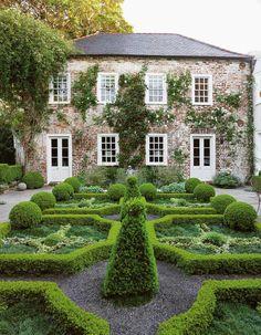 South Carolina home with a boxwood hedge pattern and climbing magnolia via Thou Swell @thouswellblog