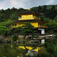 And here it is, the marvellous #GoldenPavilion of #Kyoto, #Japan 💥 Did you know that 20kgs of gold leaf is said to have been used to cover its striking façade? 😳 Photos cannot do the gold any justice, I stood there in awe during my visit. Doesn't it look just magical! 💖 Have you been to #Kinkakuji? What did you think? Let me know in the comments or see how my experience compares to yours, link in bio! 🌏 #traveltheworld #theinvisibletouristway ~