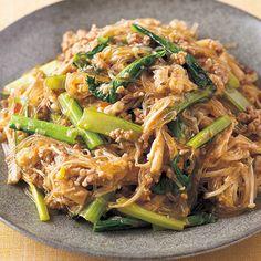 はるさめのツルッとしたのどごしがいい「豚ひきとはるさめのピリ辛炒め煮」のレシピです。プロの料理家・下条美緒さんによる、豚ひき肉、えのきたけ、小松菜、長ねぎ、にんにくのみじん切り、しょうがのみじん切り、はるさめなどを使った、287Kcalの料理レシピです。